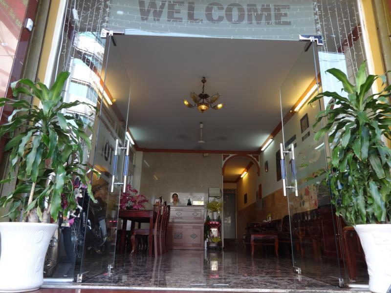 Son Tung Hotel   De Tham Street