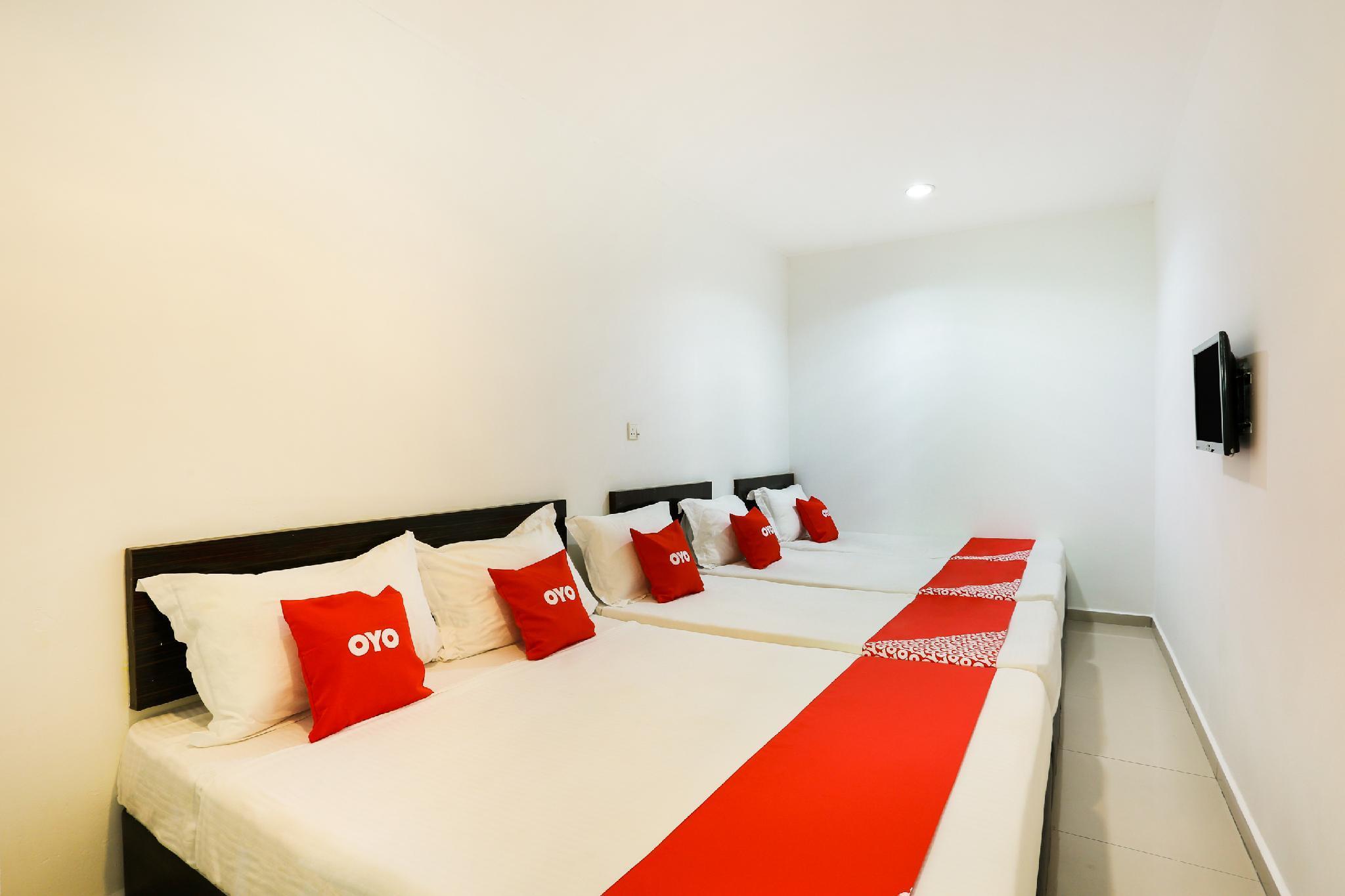 OYO 89407 EZI Hotel
