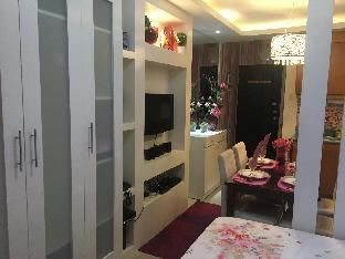 picture 4 of Comfy Pink Condo