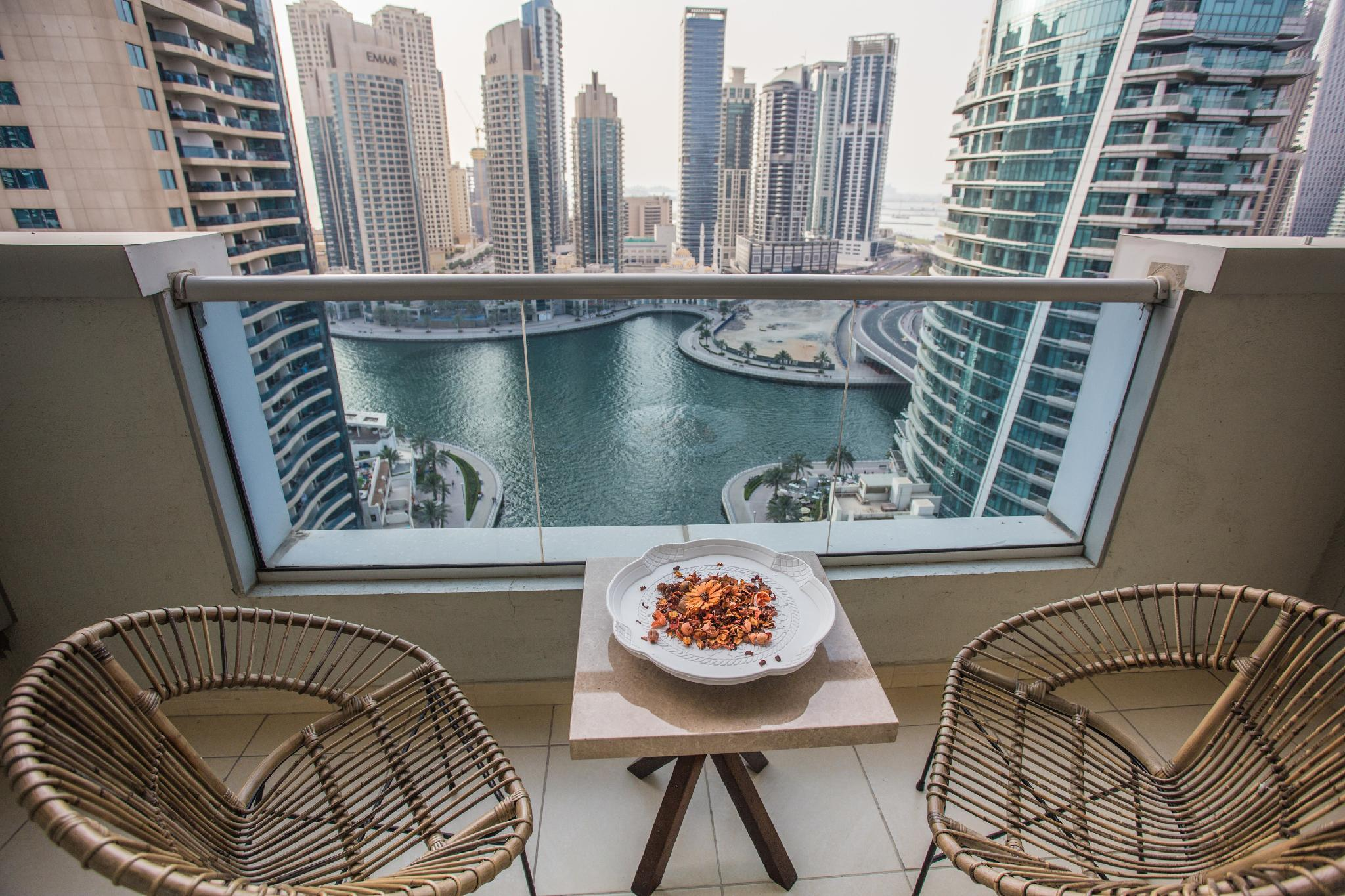 Deluxe Dubai Marina Sea View Apartment