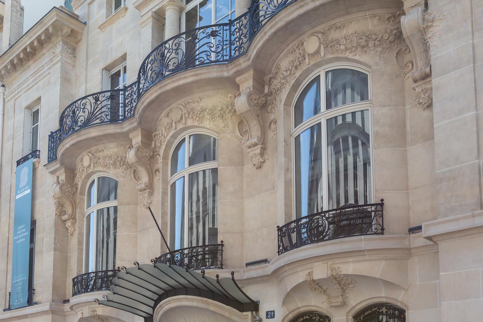 Paris Hideaway in the Theatre District