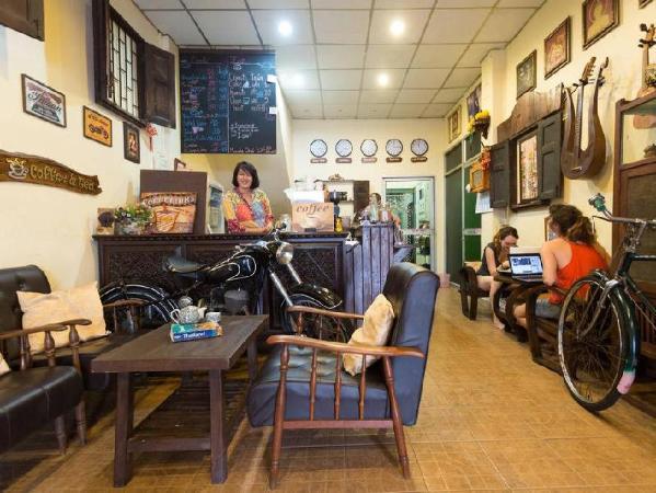 Speak Easy Home Bangkok