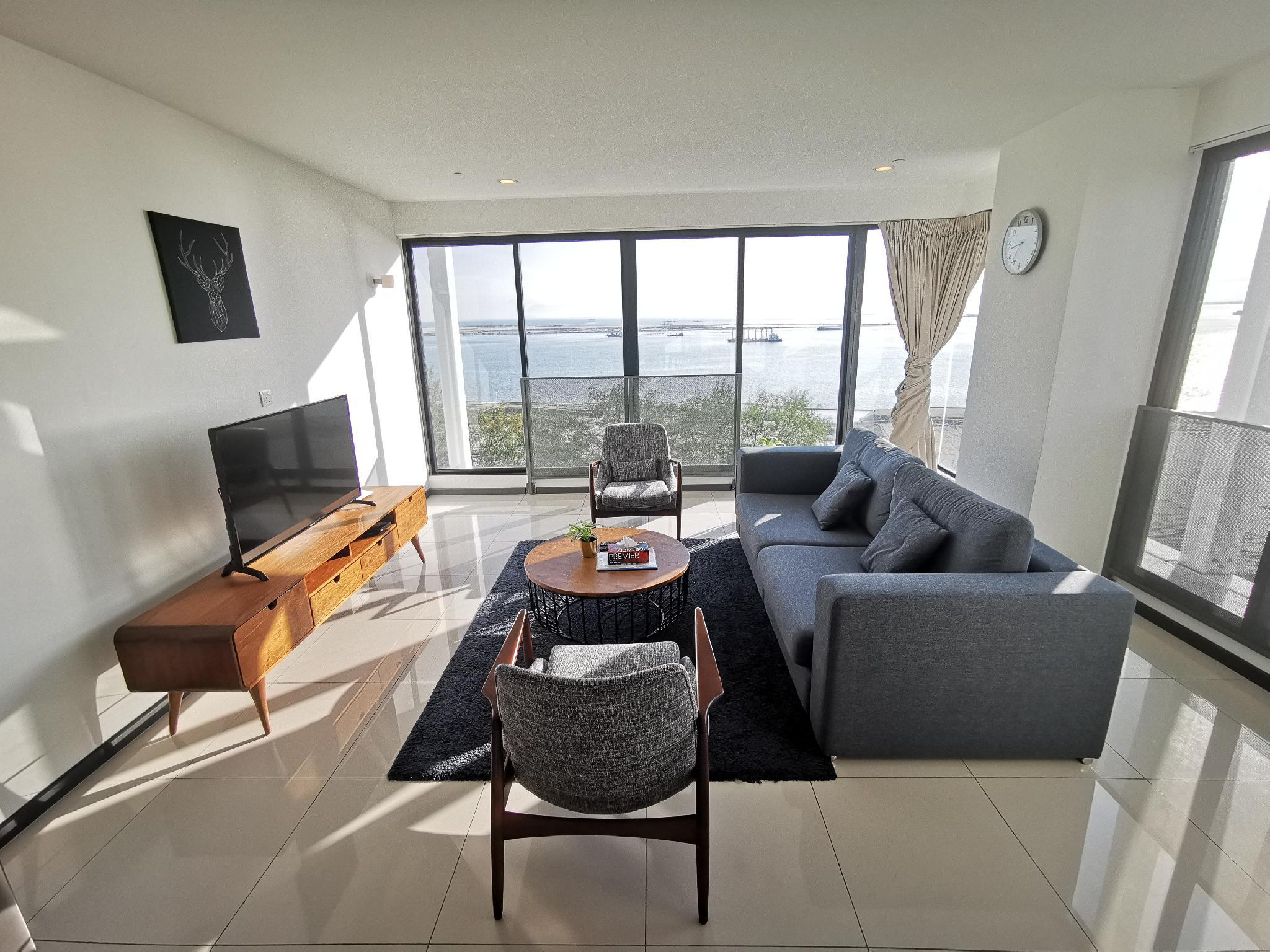 2BR Seaview Suite @ Gurney Drive