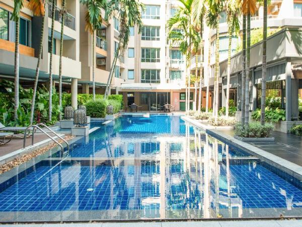 Central comfortable two bedrooms resort apartment Bangkok