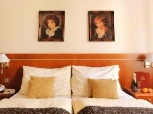 拉斐尔酒店 (Raffaello Hotel)