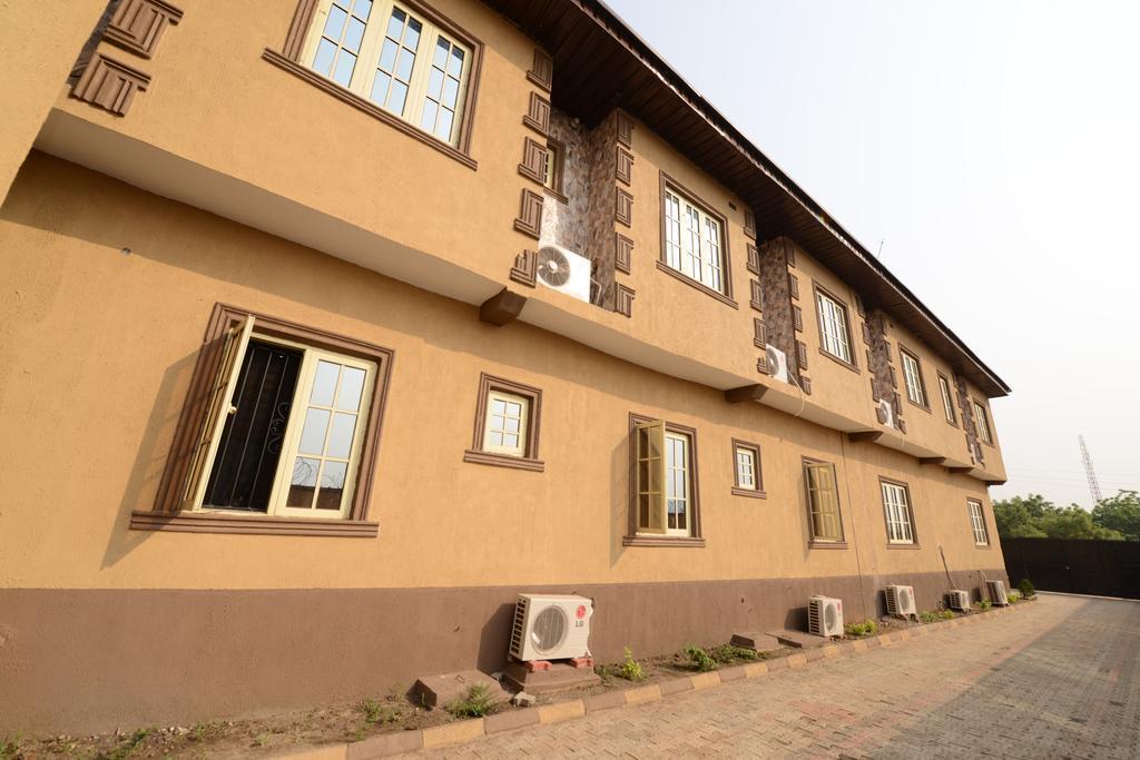 Momak 1 Hotel & Suites
