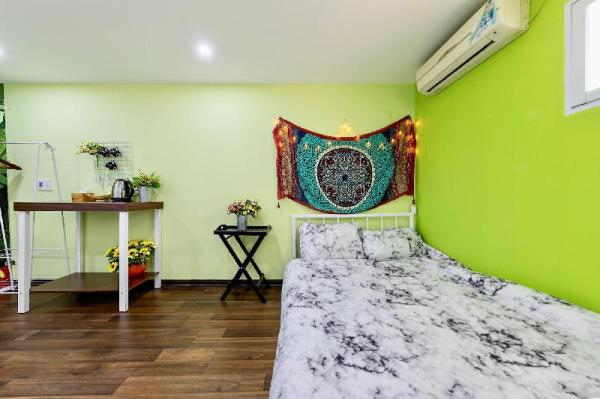 BALCONY 4BEDS PRIVATE ROOM 1OOm to TRAIN STATION Hanoi