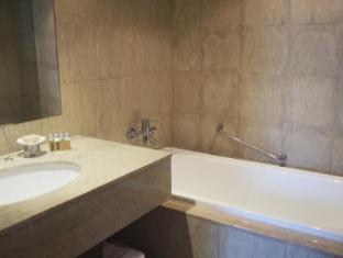 Taipei Fullerton Hotel-South Taipei - Bathroom