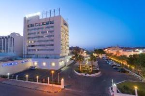 法拉吉酒店 (Al Falaj Hotel)