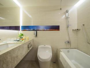 Metropark Hotel Macau - Bathroom