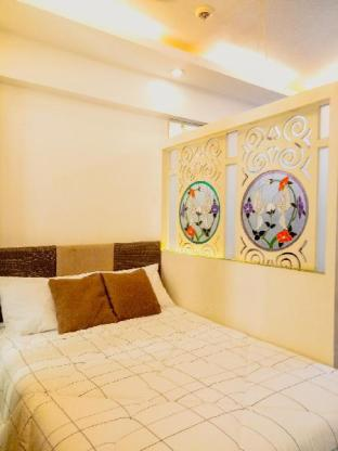 picture 4 of Cozy 1BR next to Venice Mall at BGC + WiFi Taguig