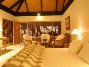 Sonaisali Island Resort Nadi - Beachfront Spa Bure king bed