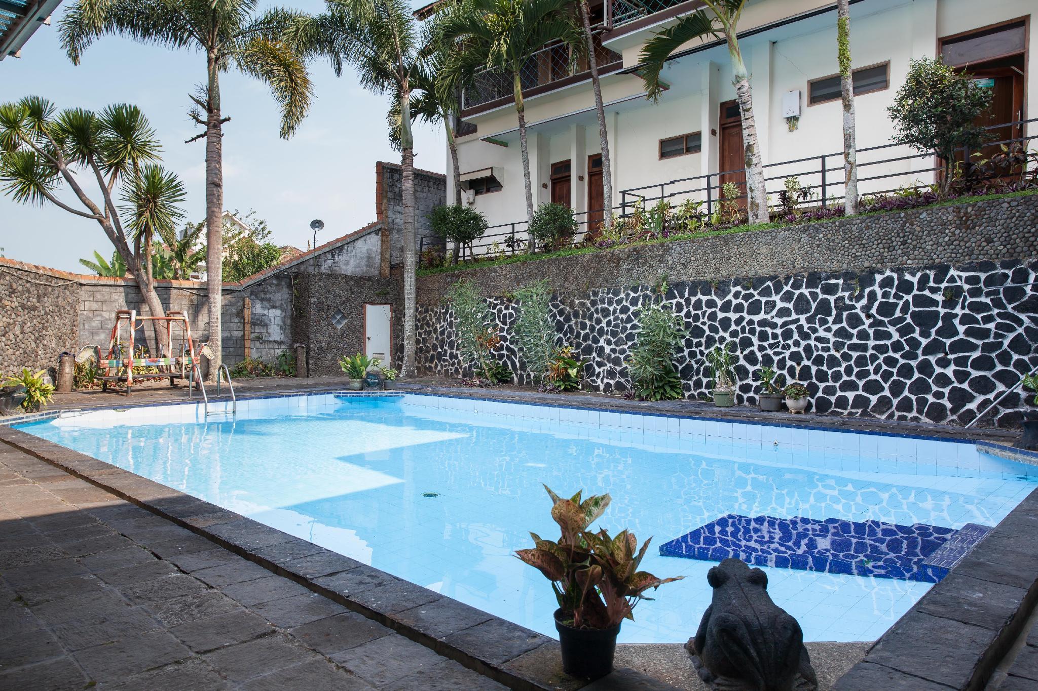 RedDoorz Plus Near Jawa Timur Park 1