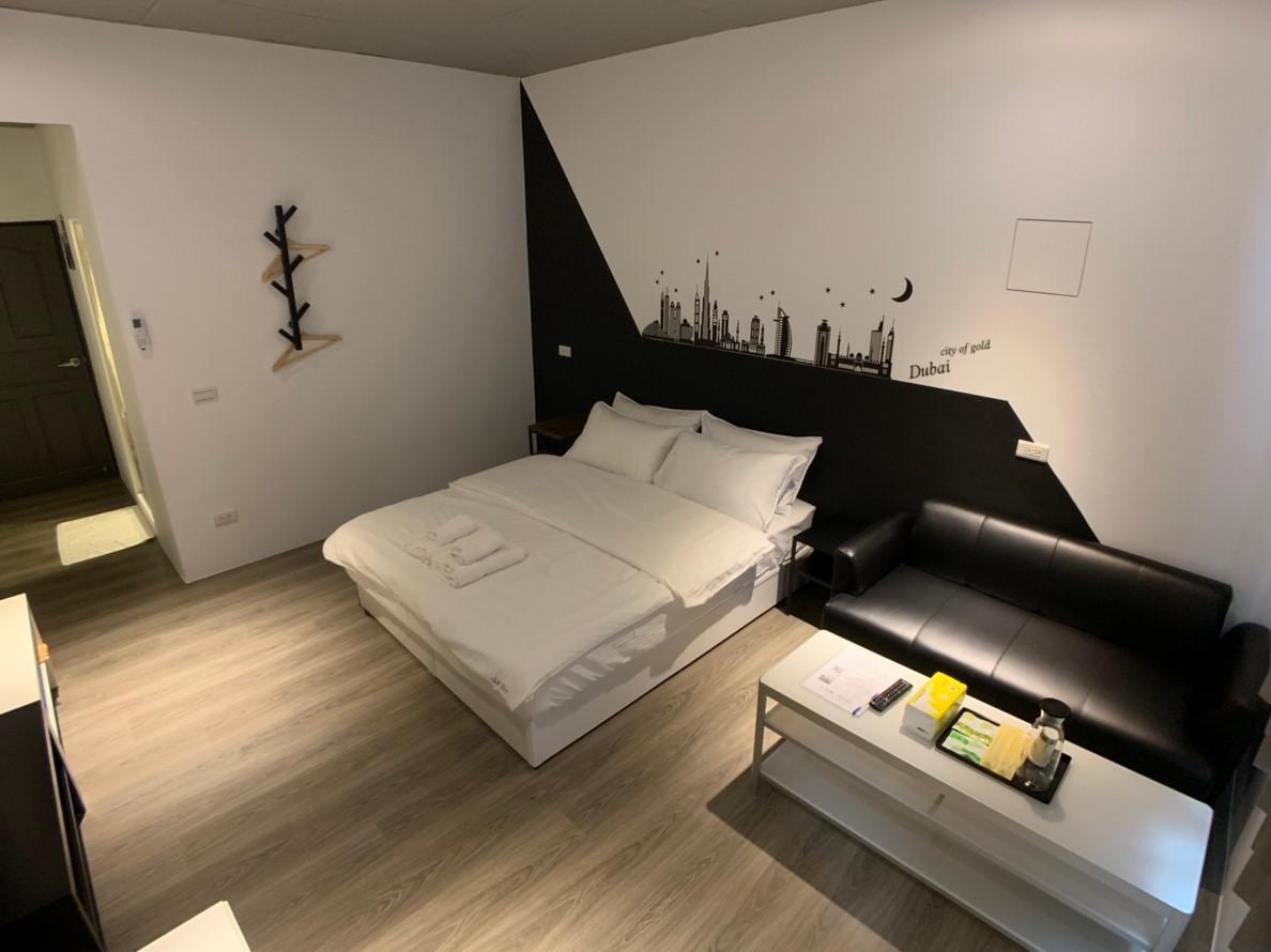 Chill Space Grey Studio Apartment
