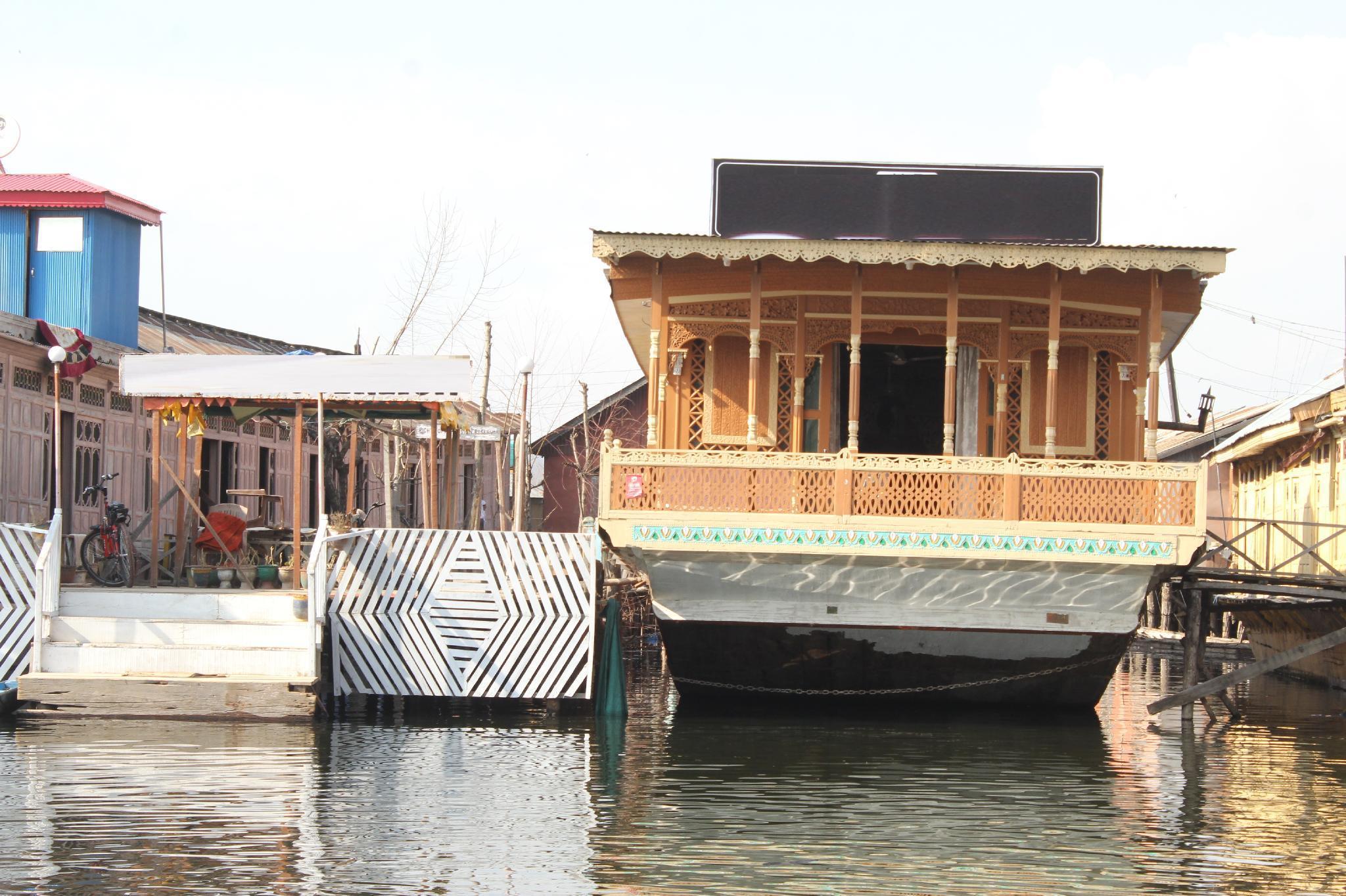 Coolest Houseboats In Srinagar