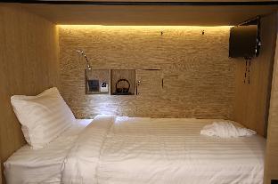 6 Bunk Bed Shared Bathroom - 10949102