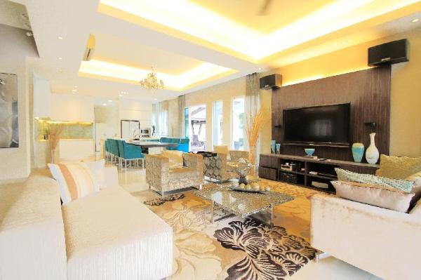 LUXURIOUS 4BR house SPACIOUS with garden + Parking Kuala Lumpur