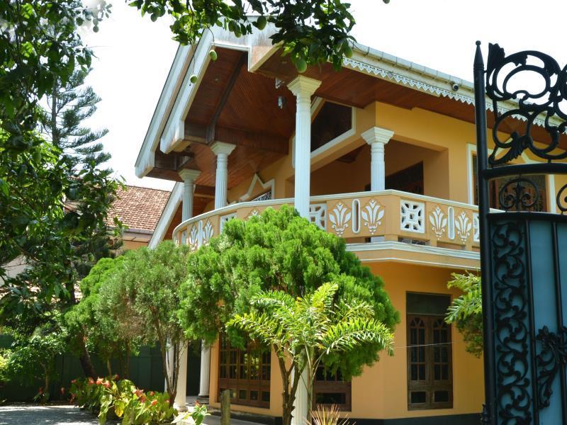 Amandhi Holiday Home