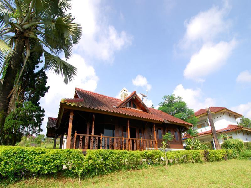 Villa ChavaMinerva Kayu   Ciater Highland Resort