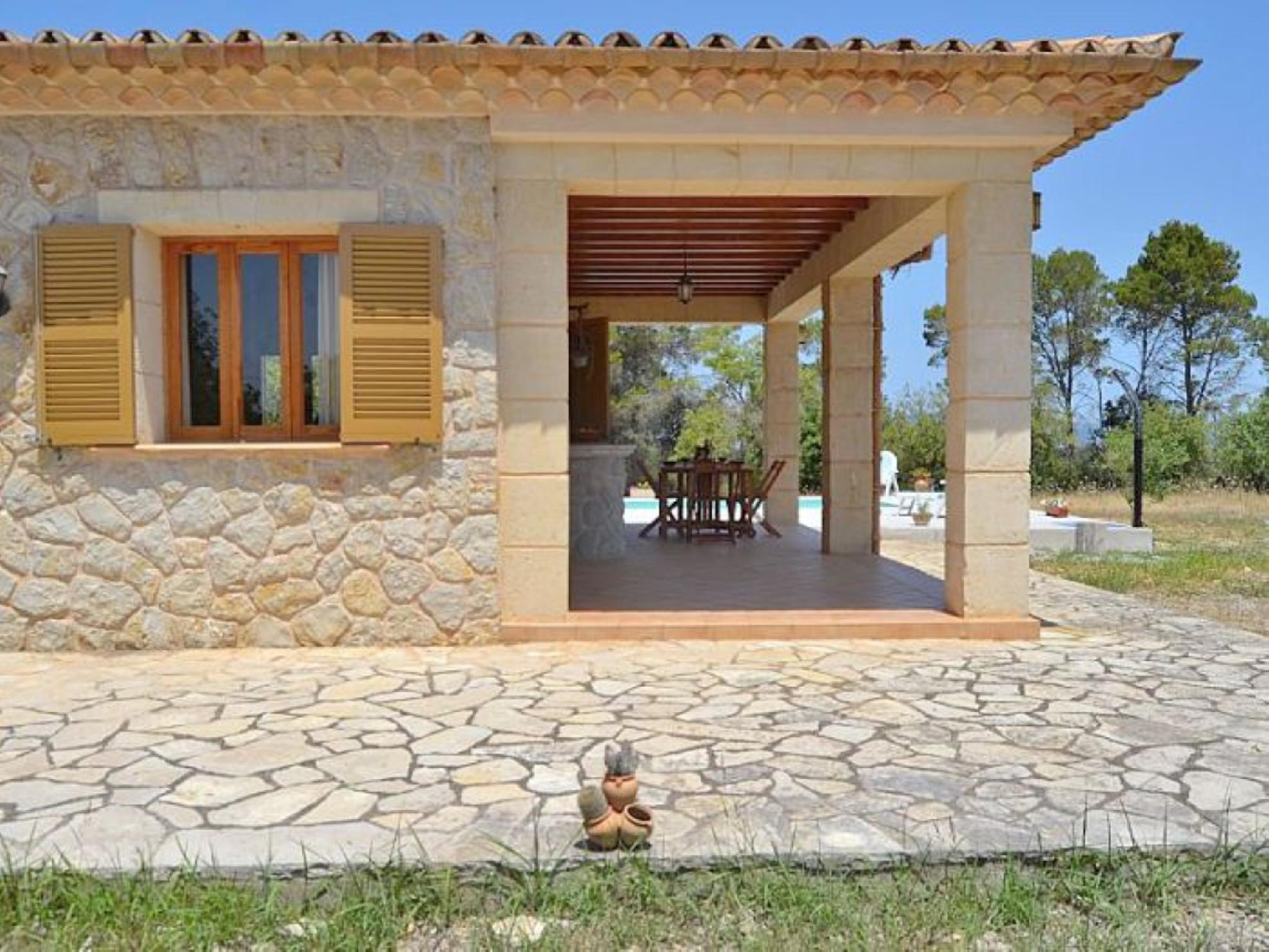 102109    Villa In Llub