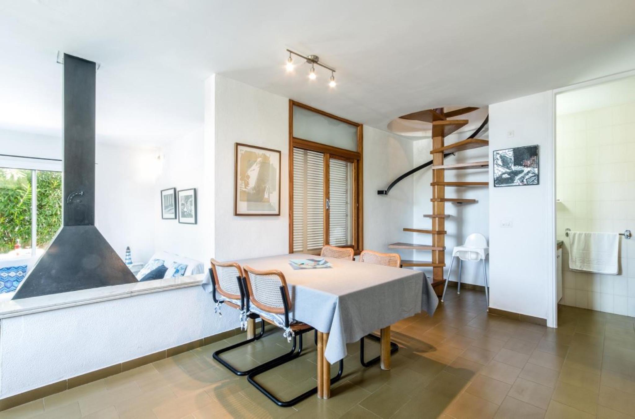 106030   Apartment In Cala Sant Vincen�