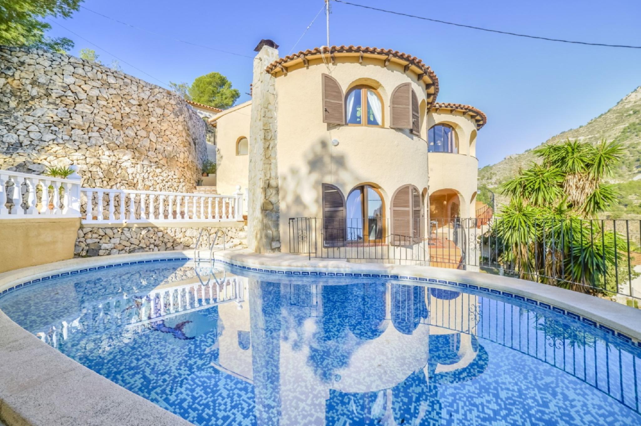 104991   Villa In Calp