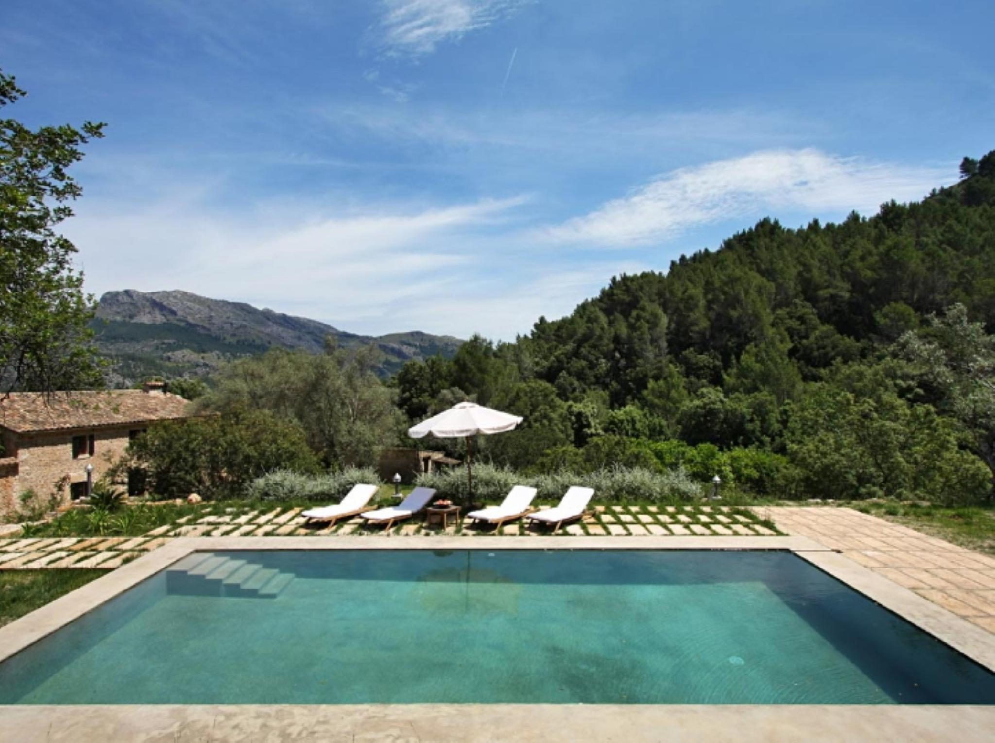 104921   Villa In Pollen�a