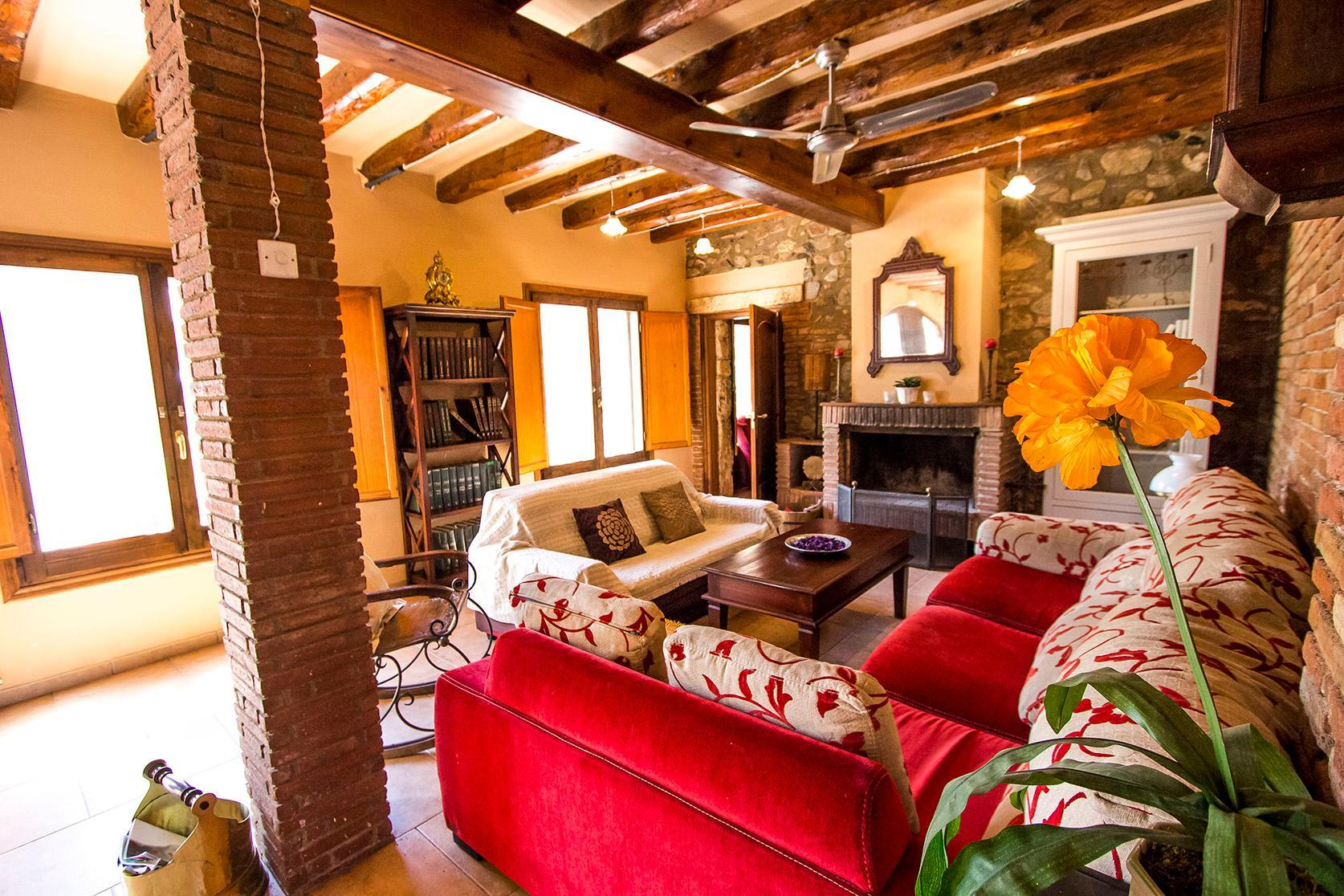 104498    House In Vinyols I Els Arcs