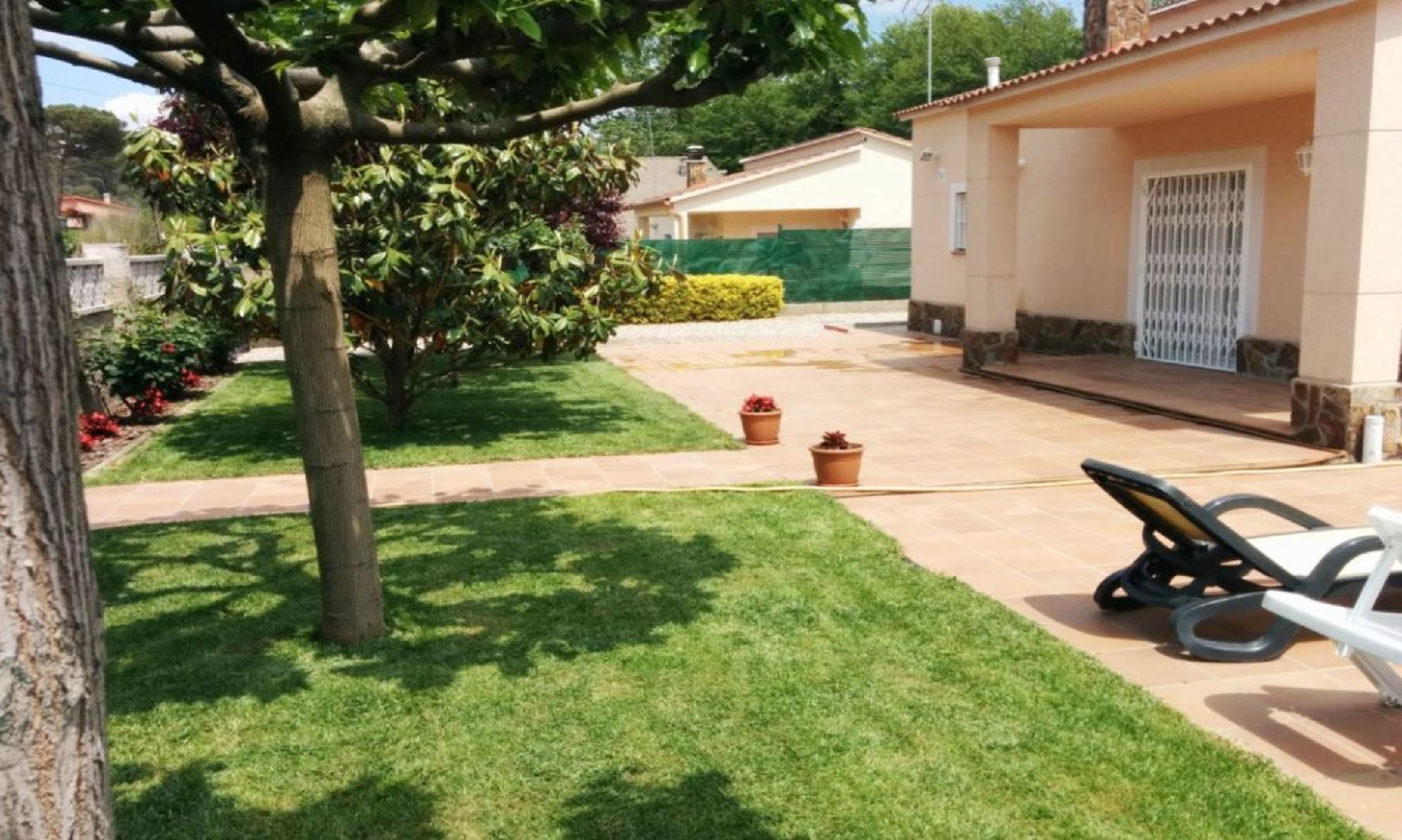 104816   Villa In Vidreras