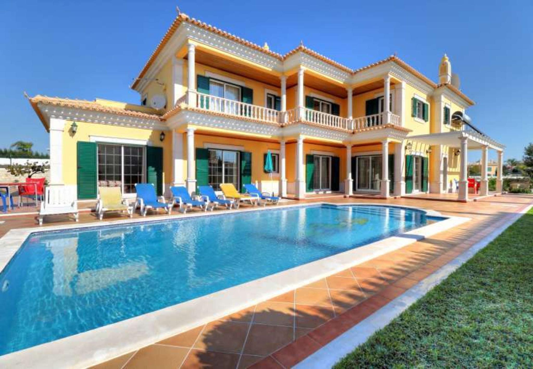 105892   Villa In Guia