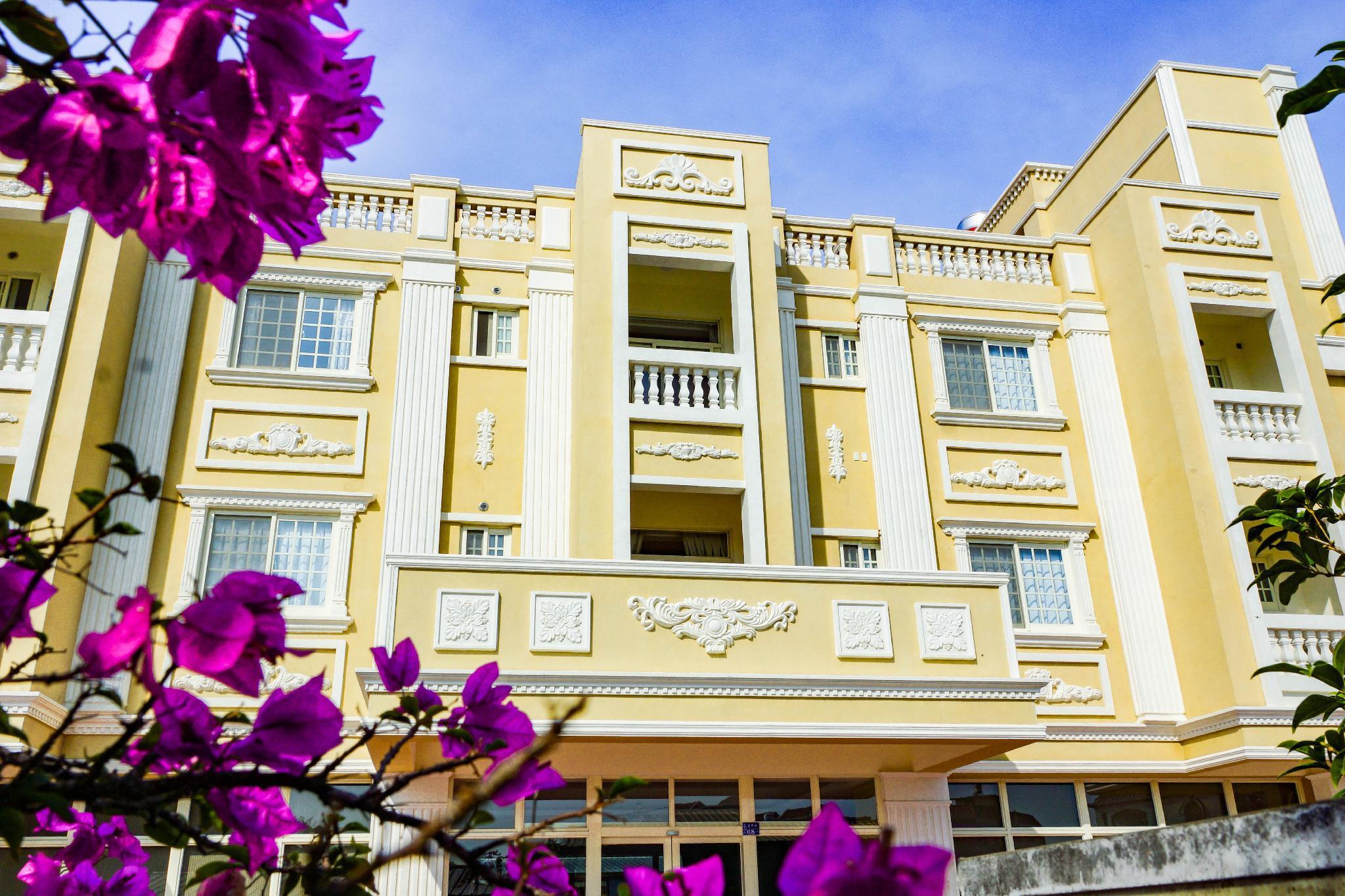 Tipsy Hotel