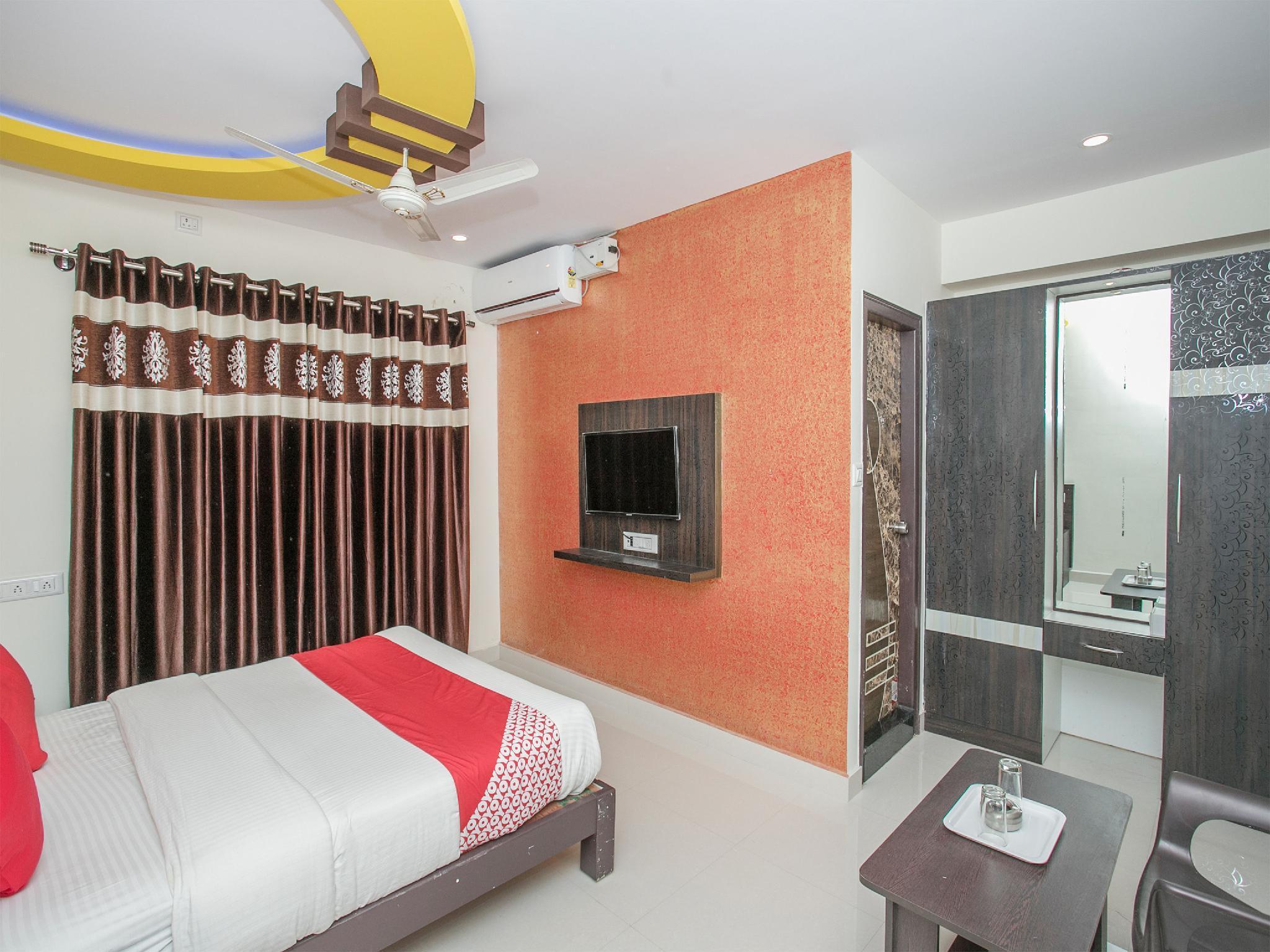 OYO 13594 Mathrushree Residency