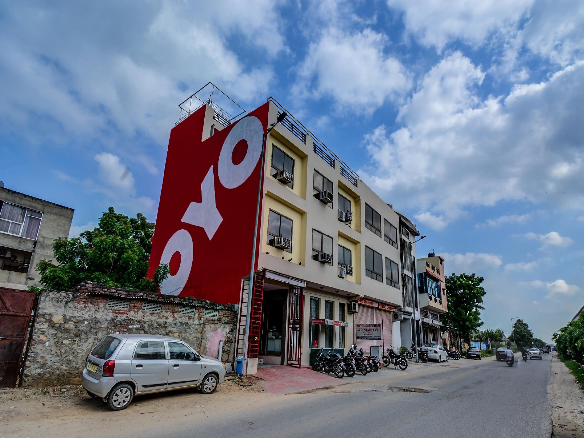 OYO 17250 Hotel Ganesham