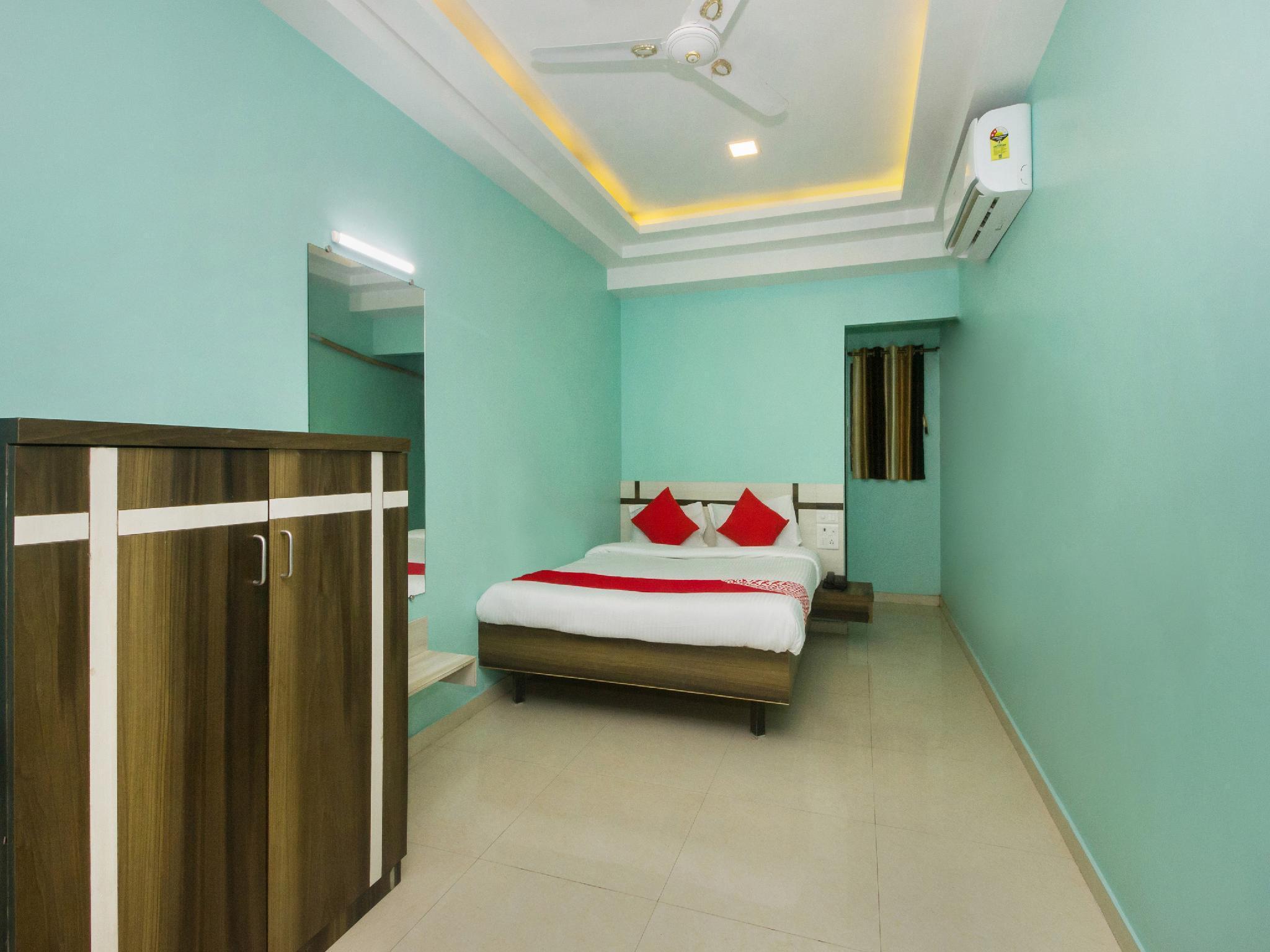 OYO 22918 Hotel Sadanand Mourya Lodging And Boarding