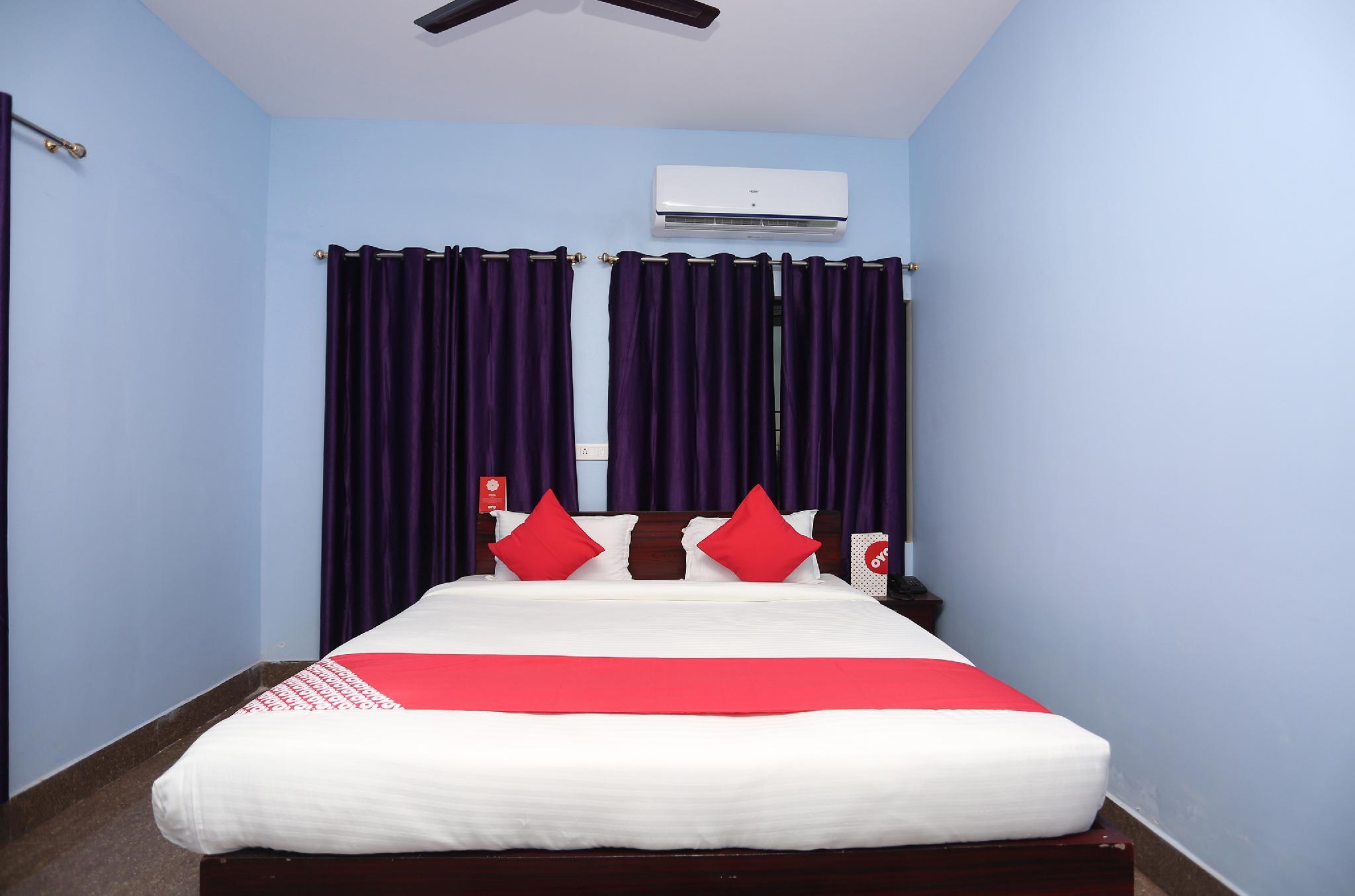 OYO 18355 Hotel Moonlight