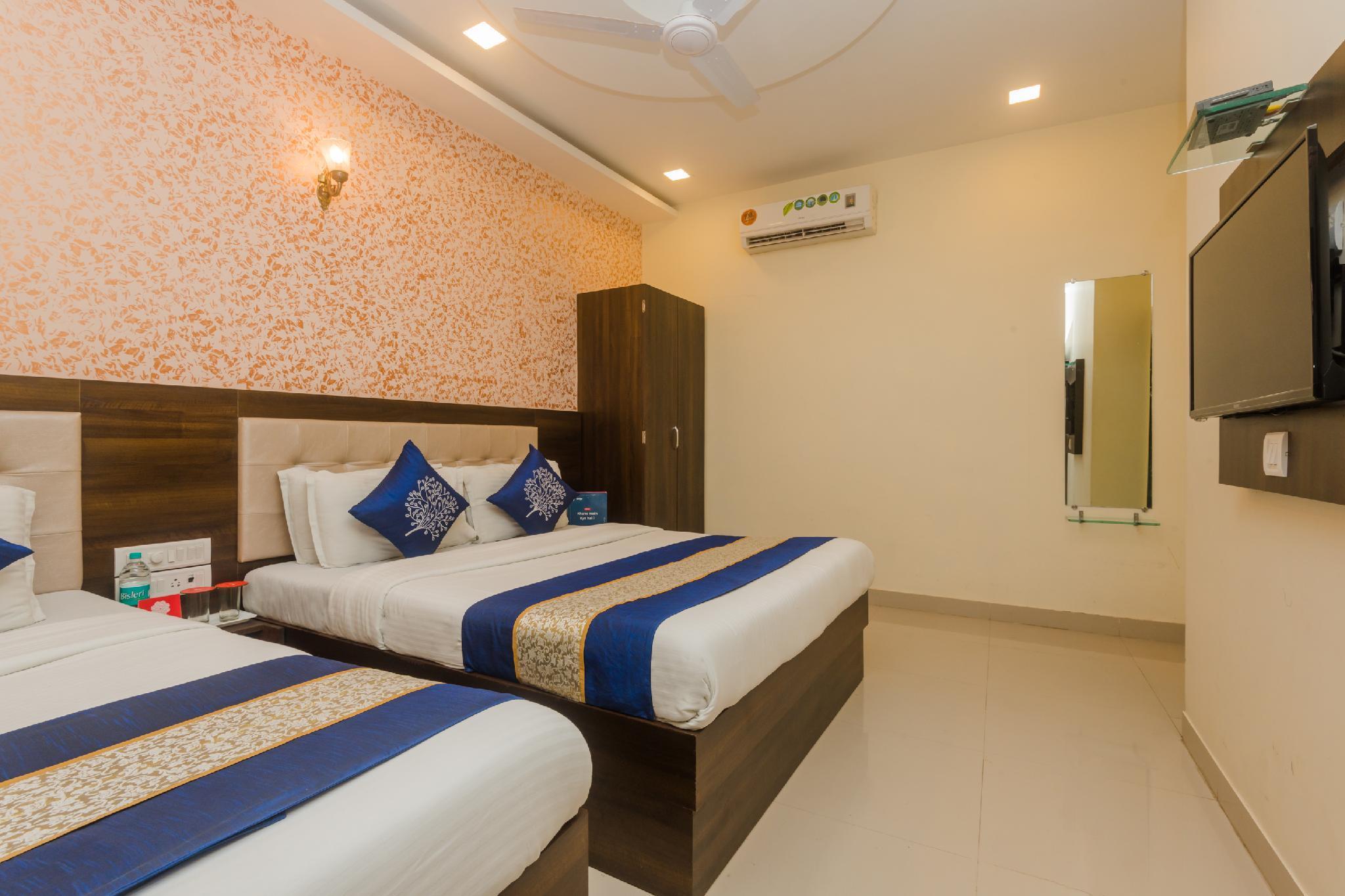 OYO 10954 Hotel Golden Galaxy