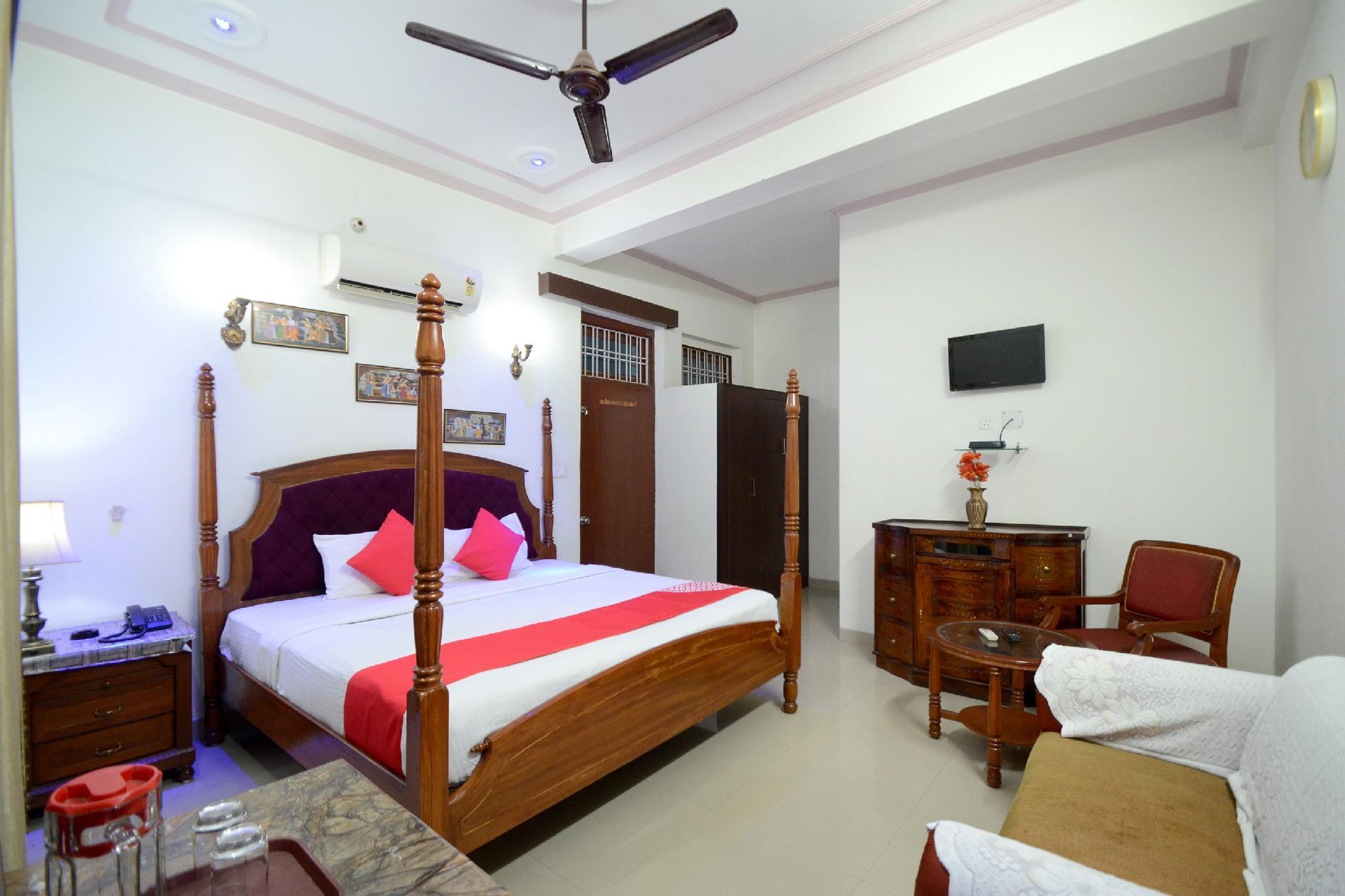 OYO 19035 Hotel Satkar