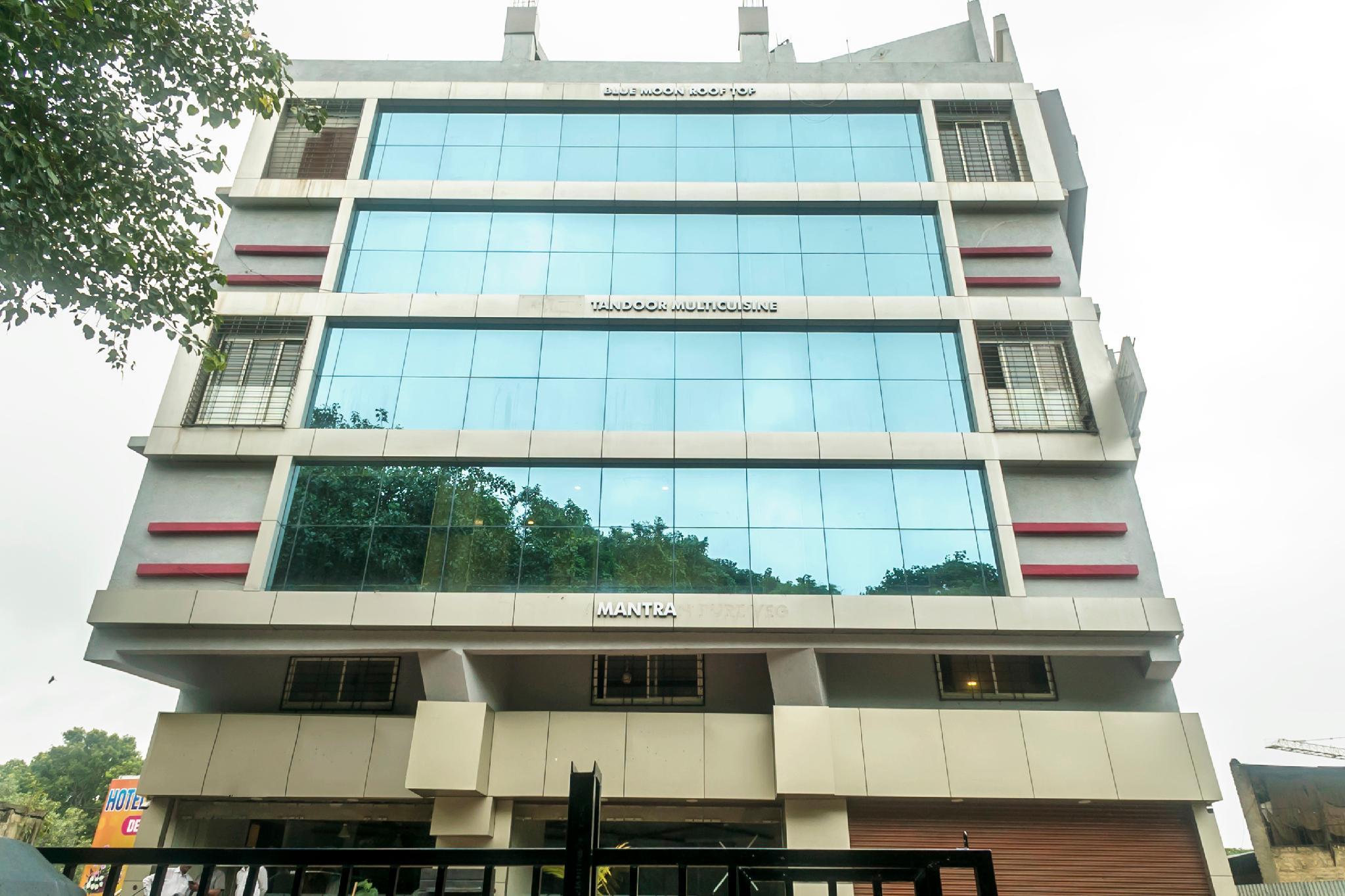 OYO 18340 Grand Pune