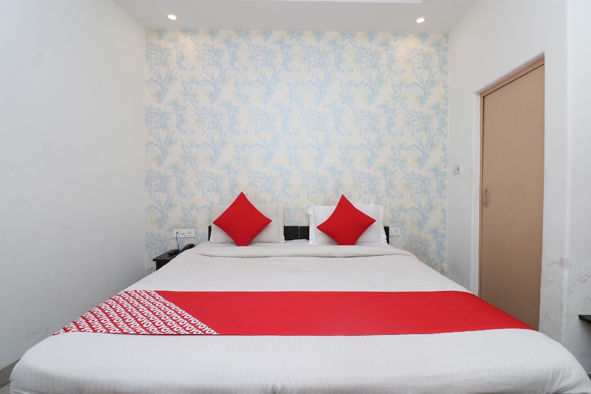 OYO 11384 Hotel Diamond Blue