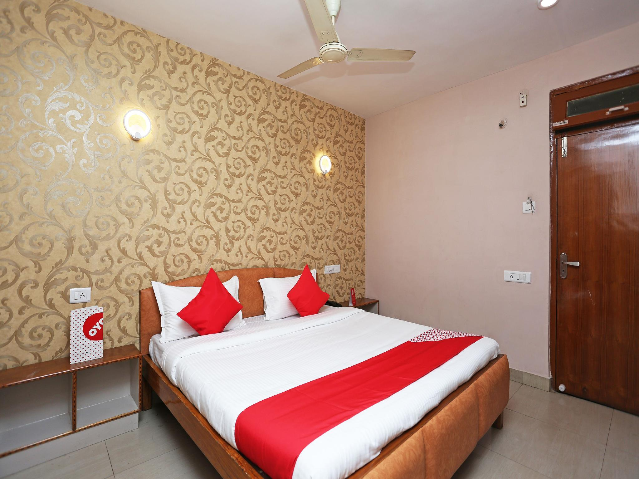 OYO 13669 Hotel Satnam