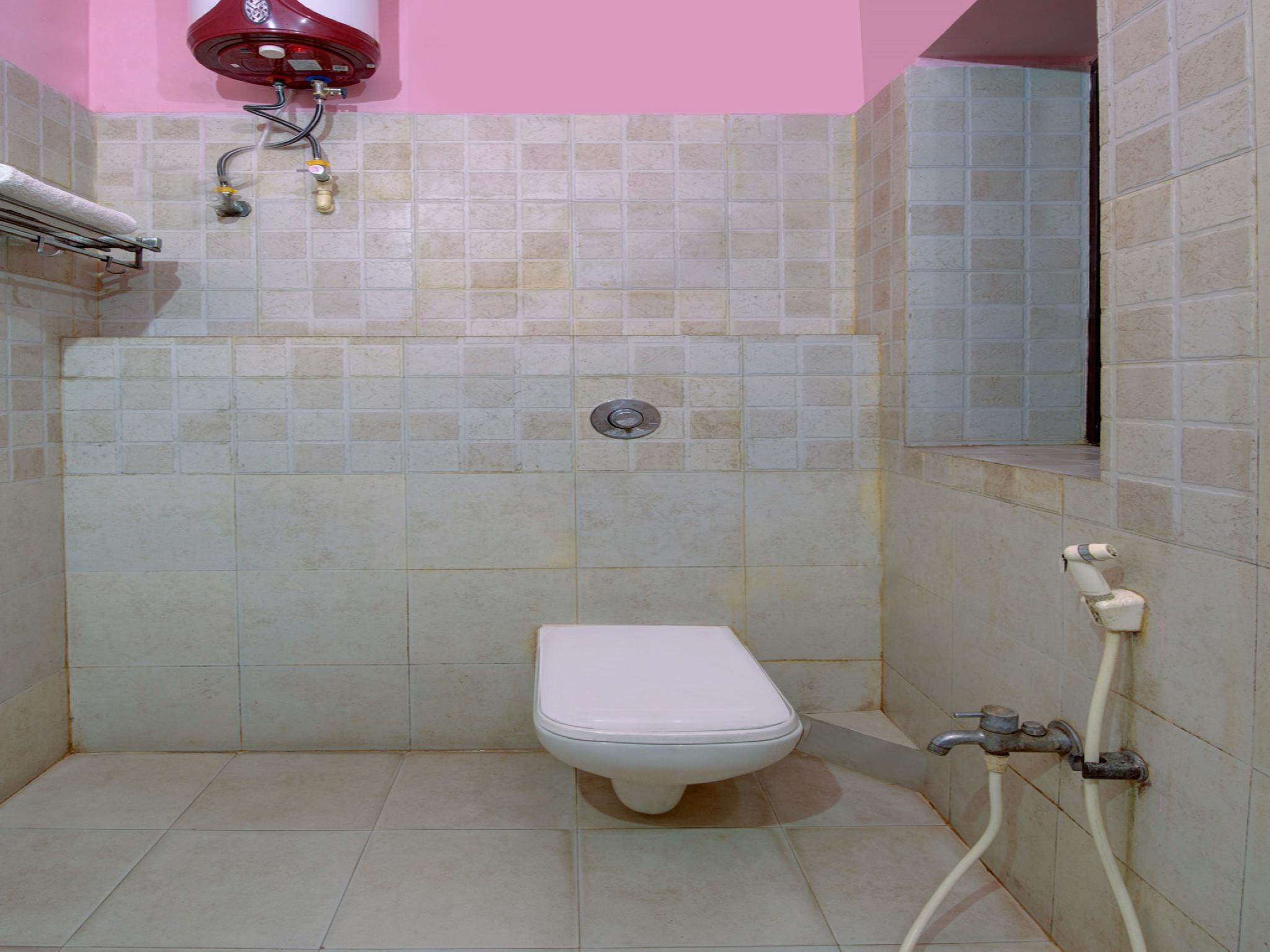 OYO 4275 Hotel Sunraj Residency