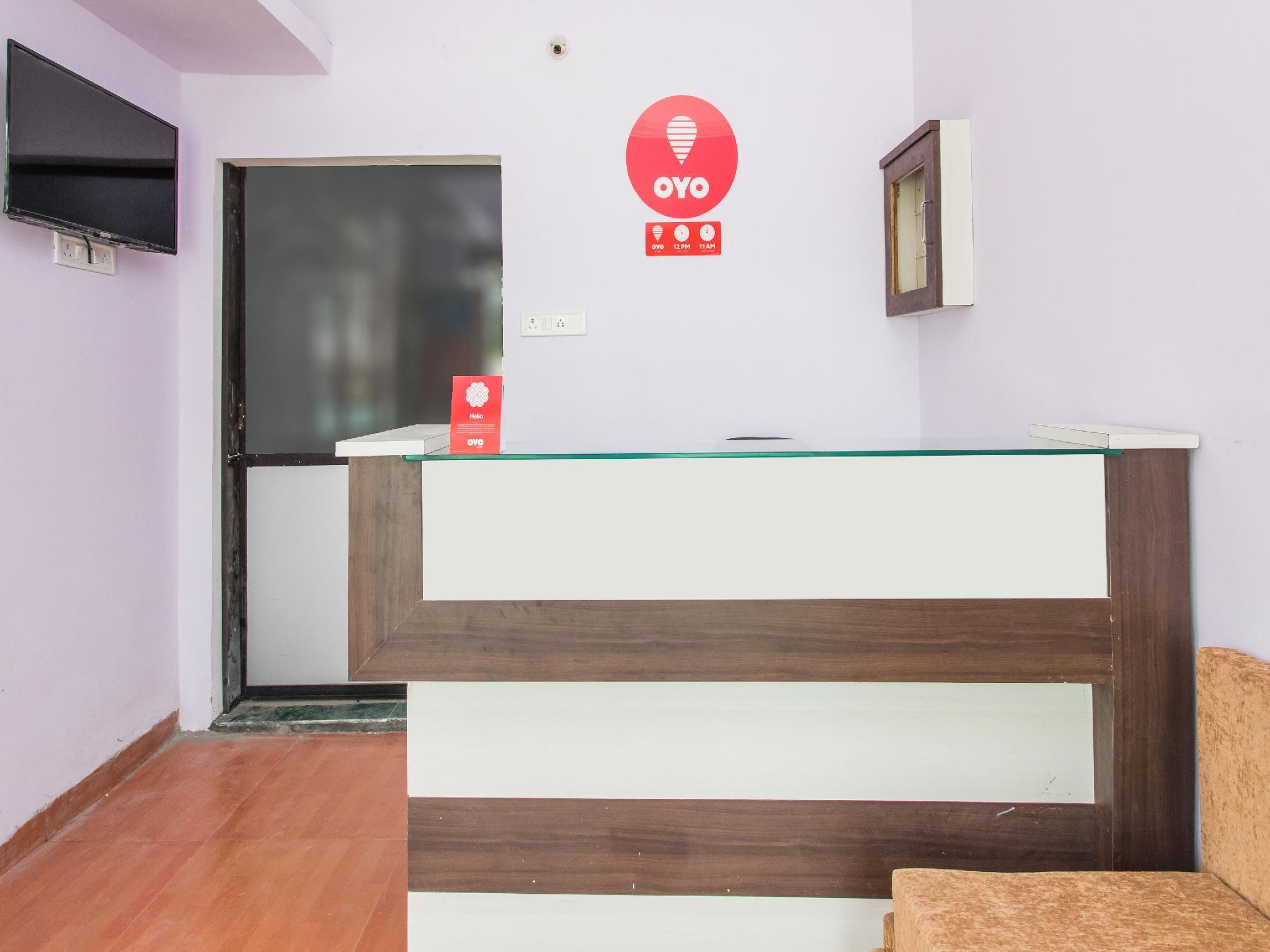OYO 12161 Hotel Madhur Inn