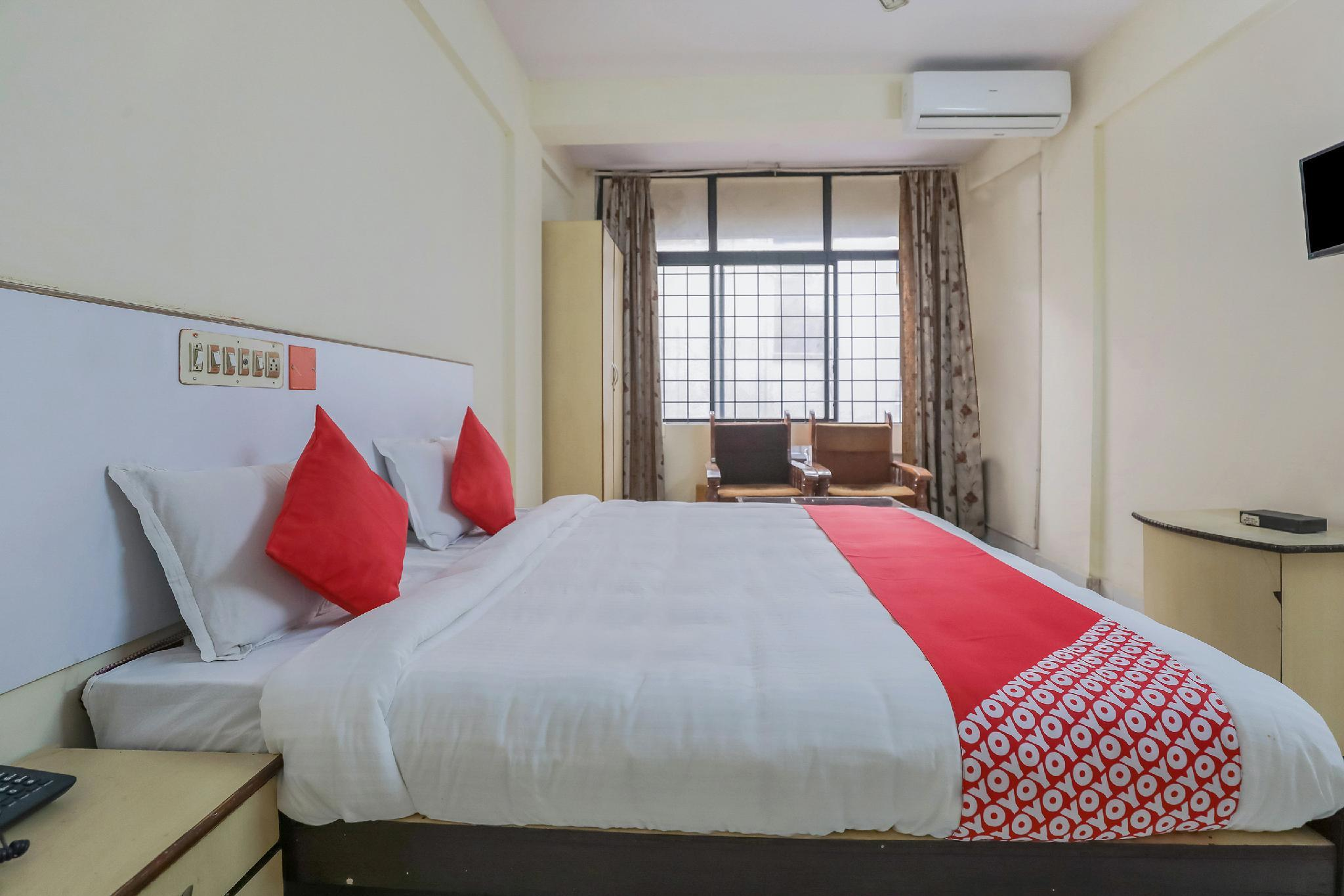 OYO 23083 Hotel Hindustan Deluxe