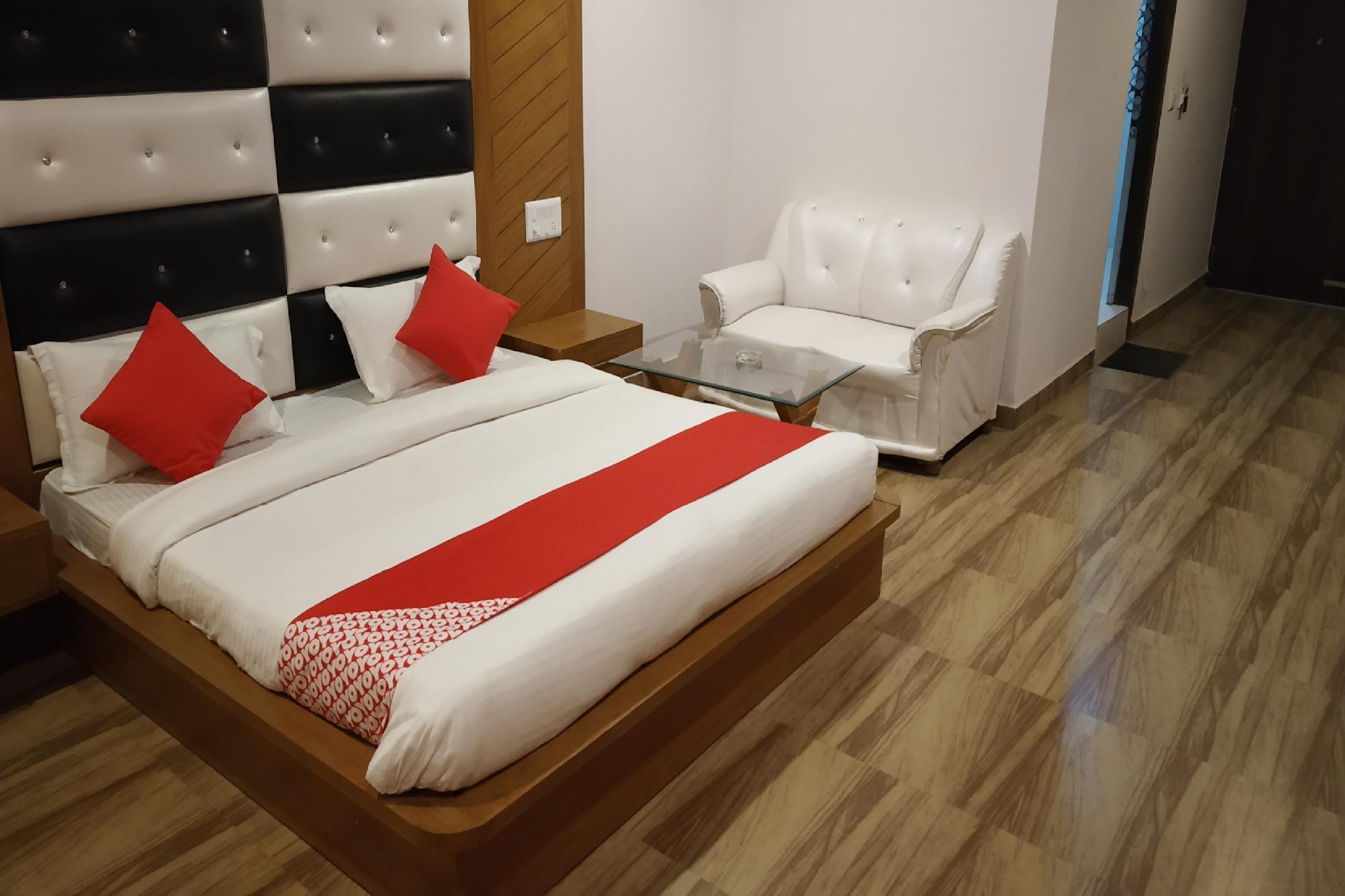 OYO 26137 Hotel Shyam Regency