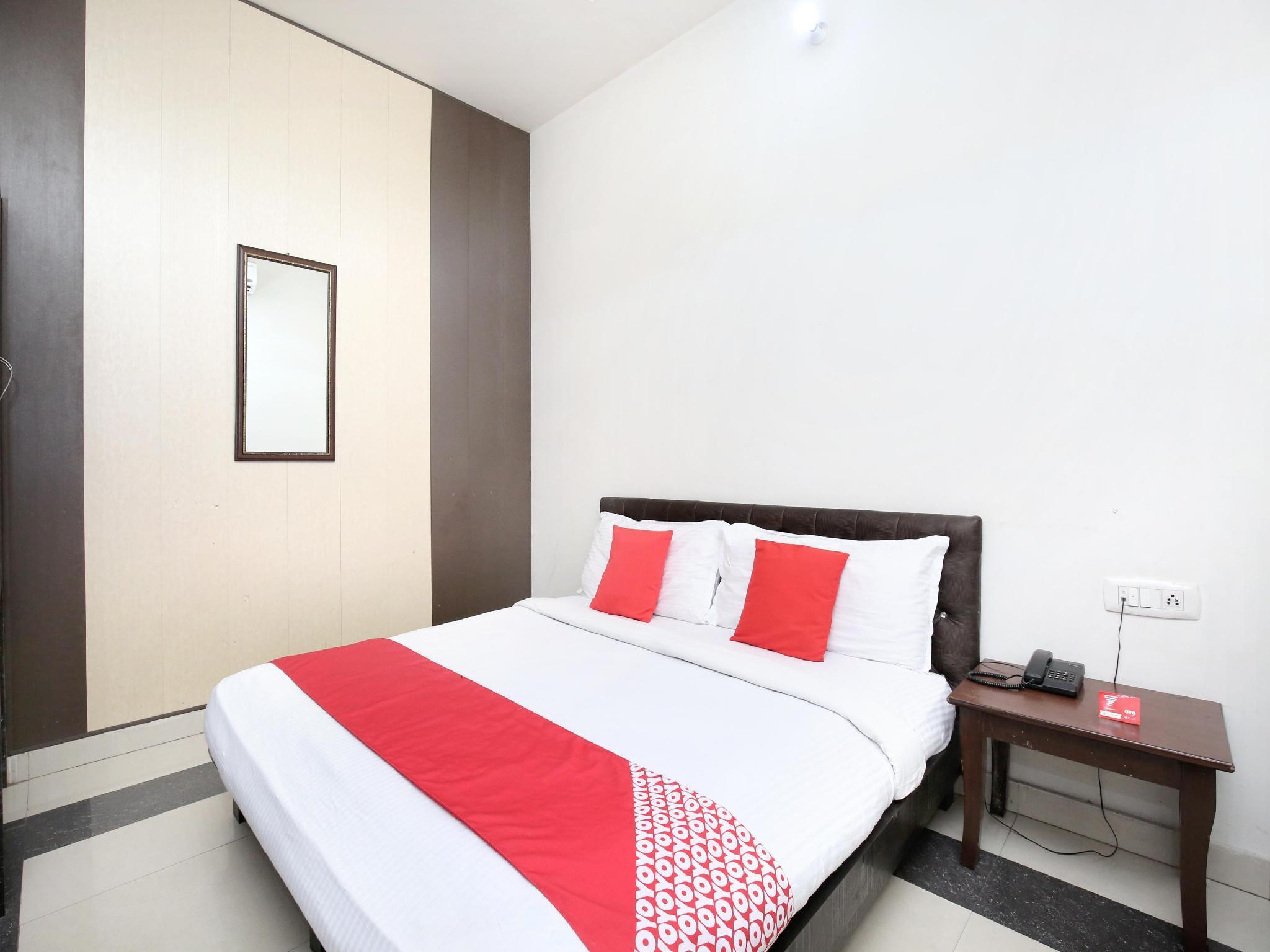 OYO 14494 Hotel Ramneek