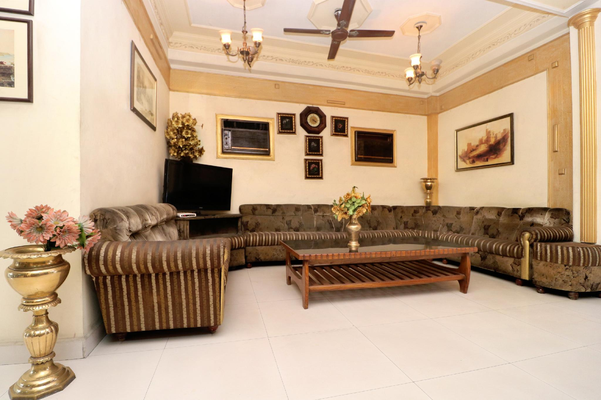 OYO 16098 Hotel Amrit