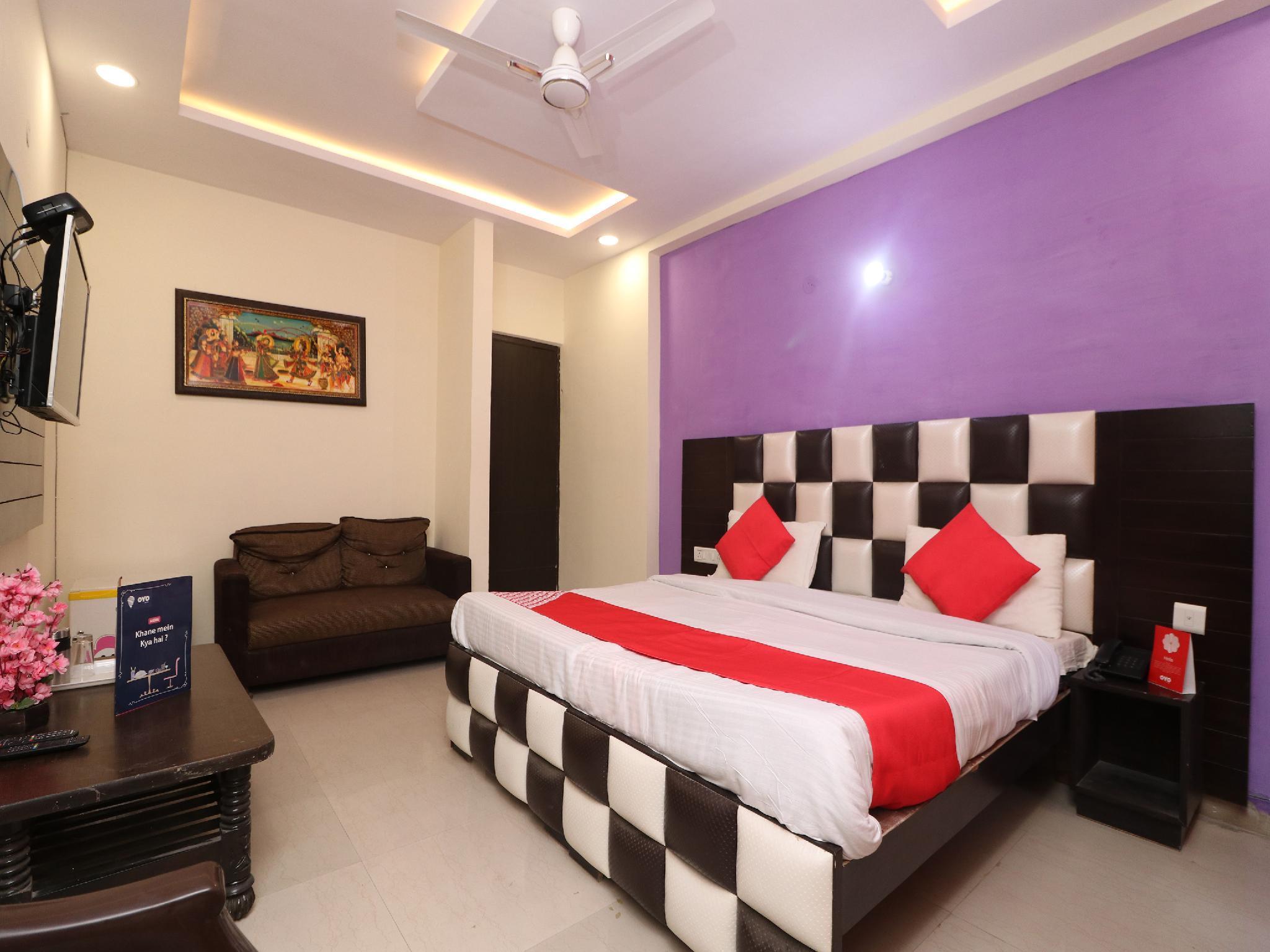 OYO 26869 Taj View Pent House