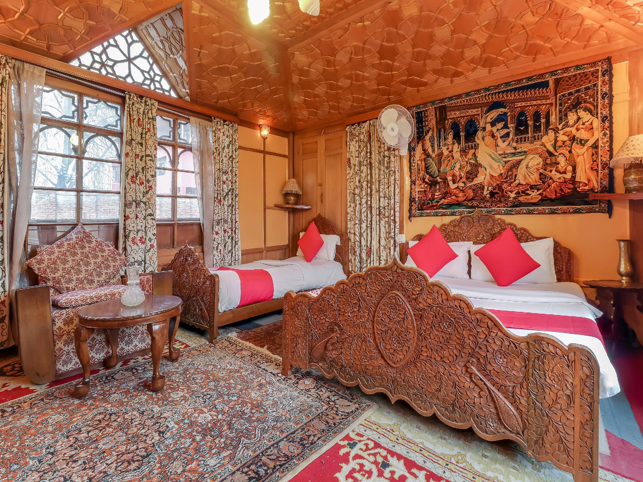 OYO 24812 Kashmir Houseboats By Ats Rooms