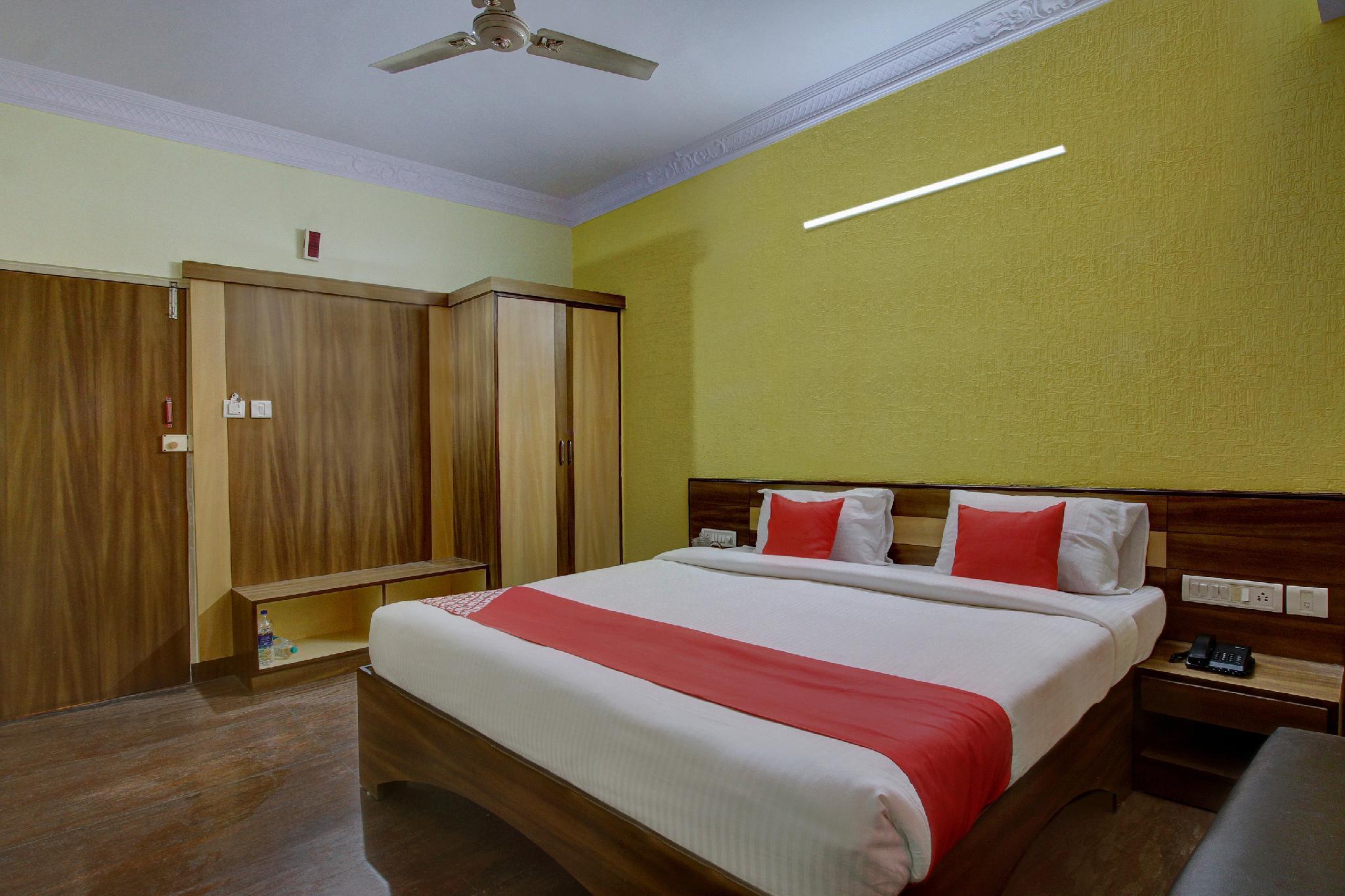 OYO 24259 Hotel Blue Inn