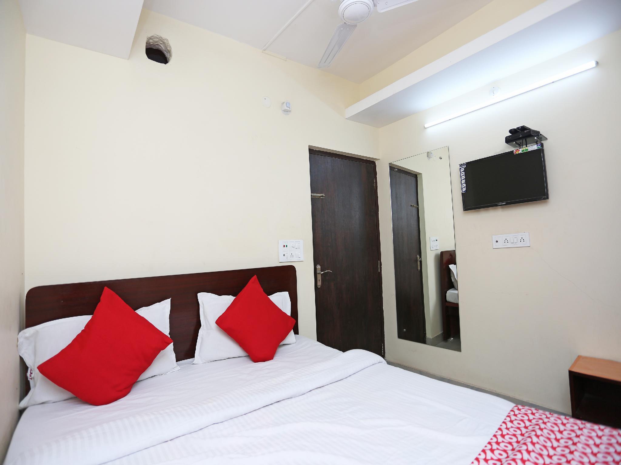 OYO 24970 HOTEL GALAXY INN